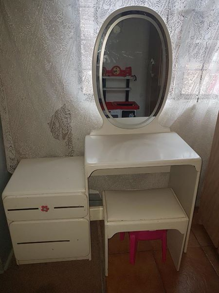 White dressing table with chair