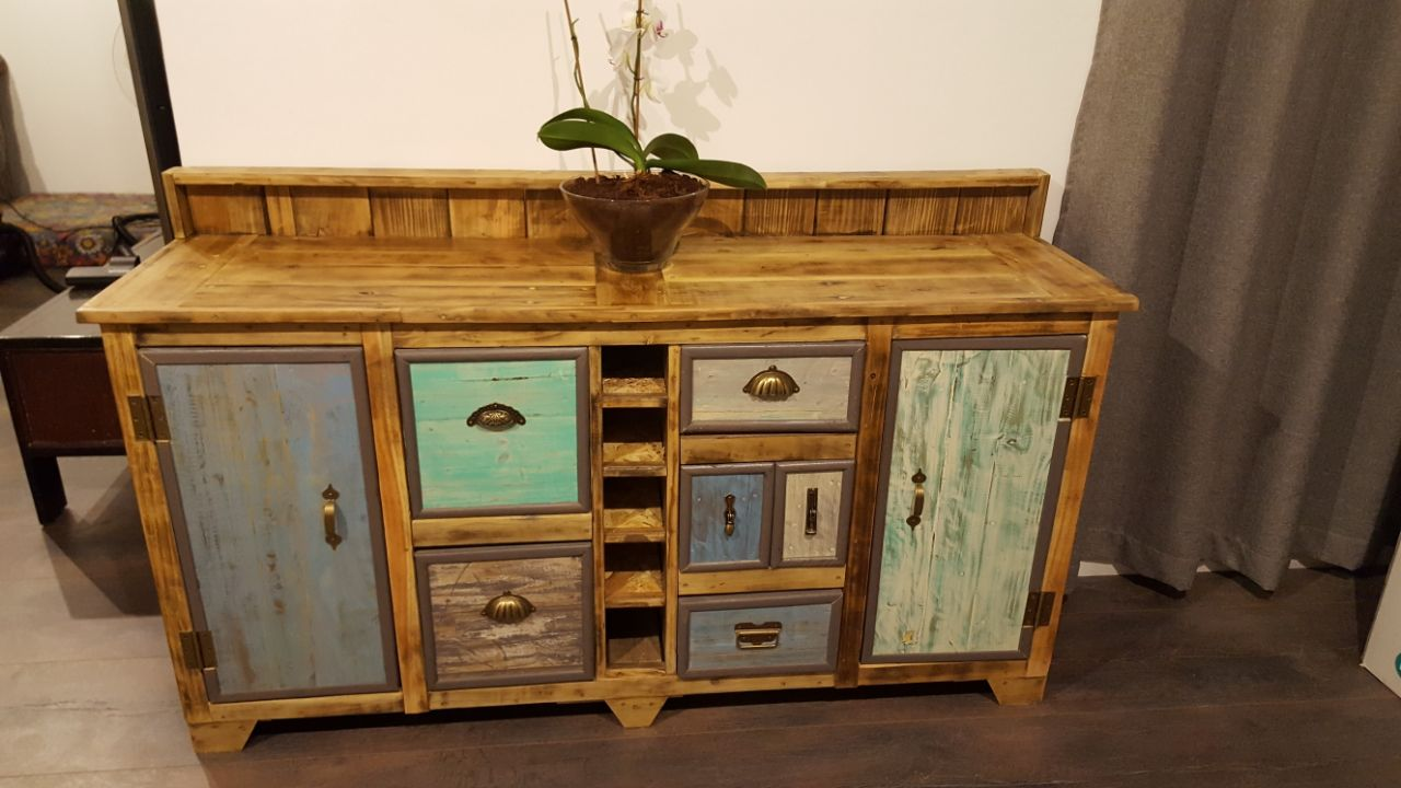Stunning and Exciting Handmade Pallet Furniture.