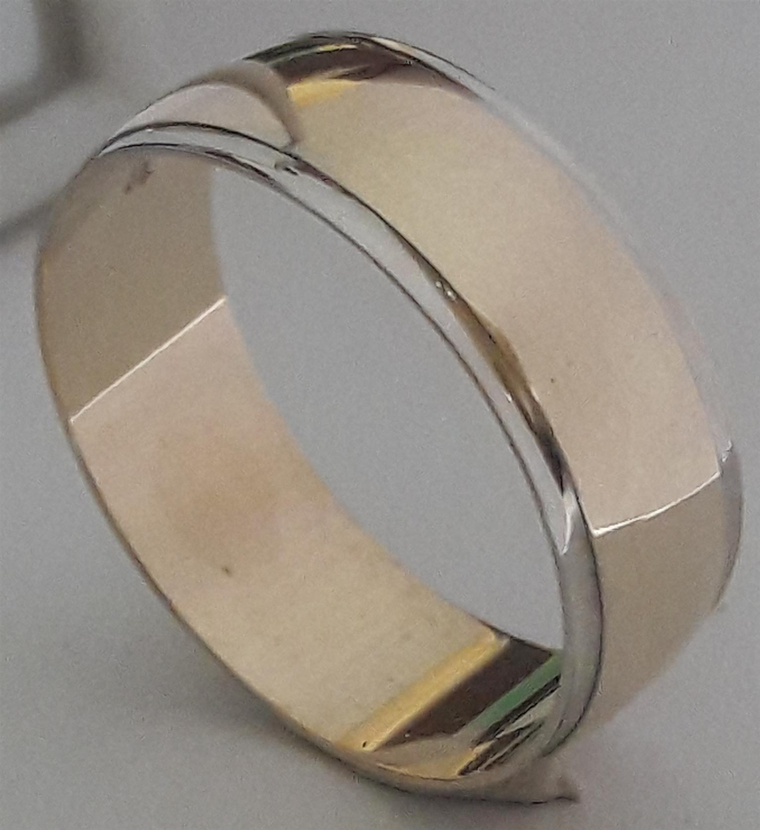 9ct Golden men's wedding ring with white Gold lining