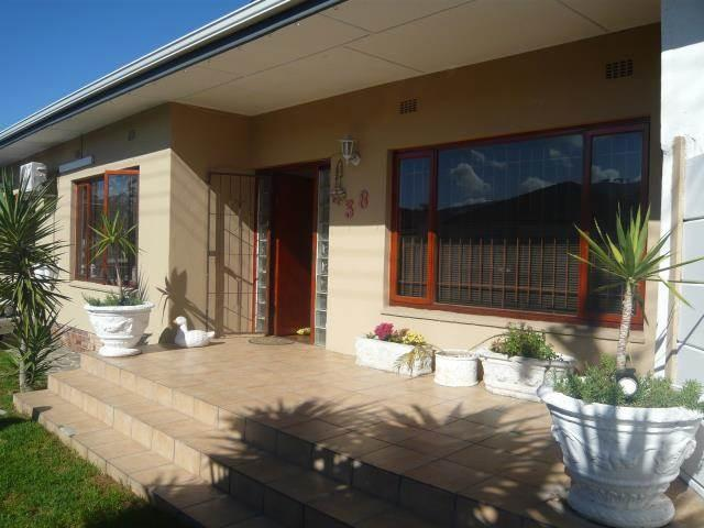 Parow-East: Fairfield Estate Enclosed Prop,4Bed Home,Secure Double Carport+Garage,Braai/Pool
