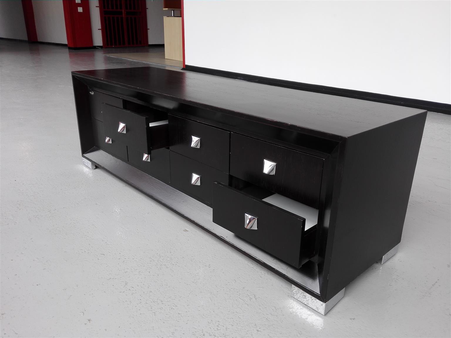 Black chrome plasma stand