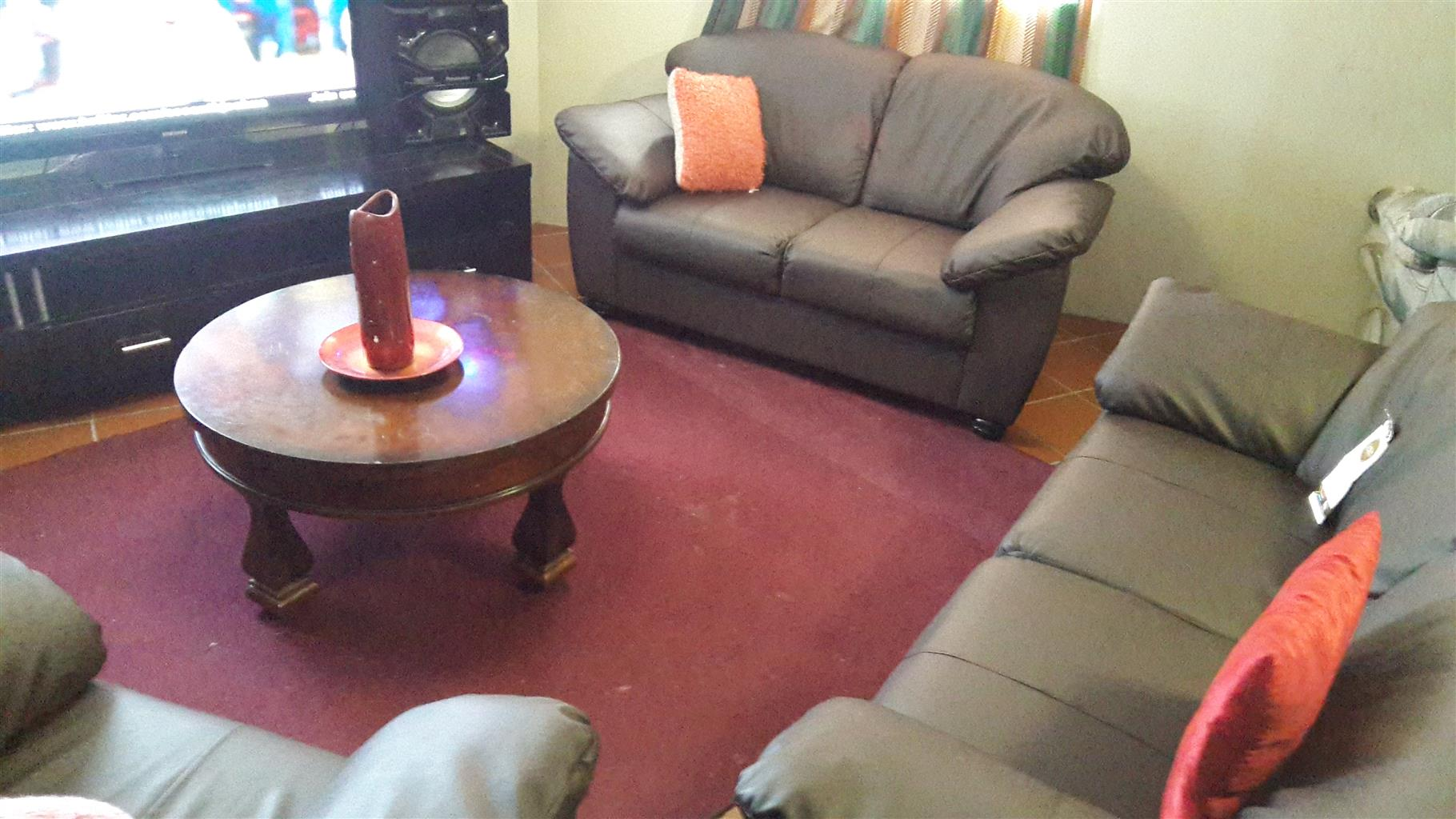 3pce Paris leather lounge suite. New