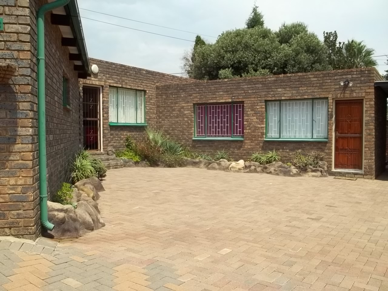 Fully furnished 1 bedroom garden flat for rent. The Reeds Centurion