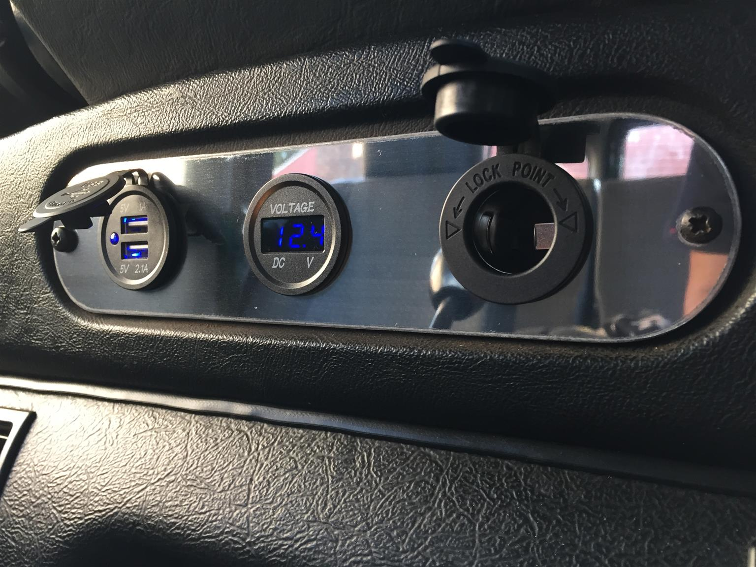 Land Rover Defender USB Charger