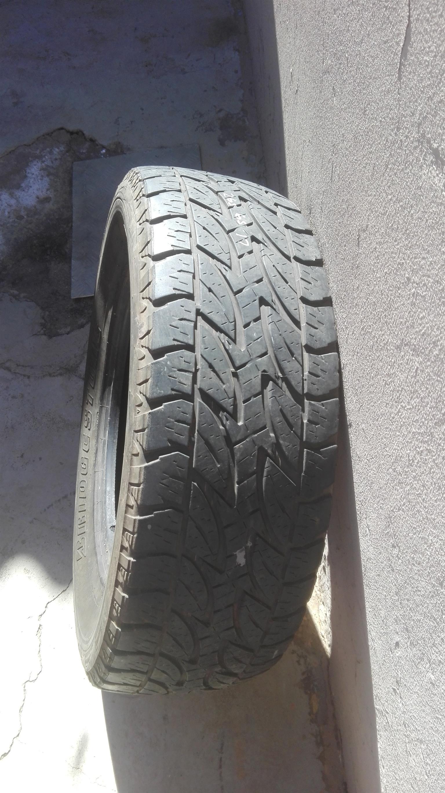 Bridgestone Dueller AT 265/65/17