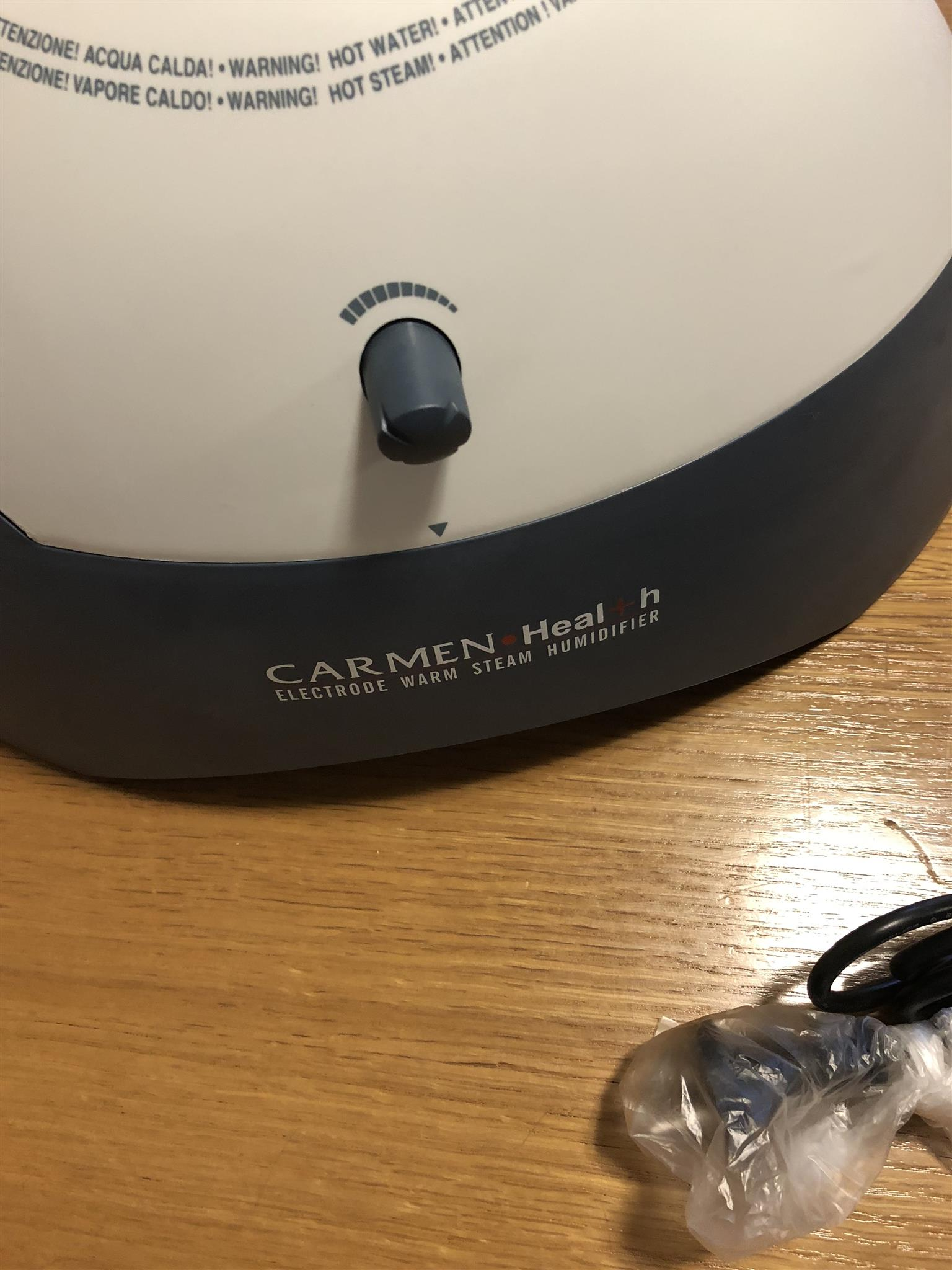Electrode warm steam humidifier