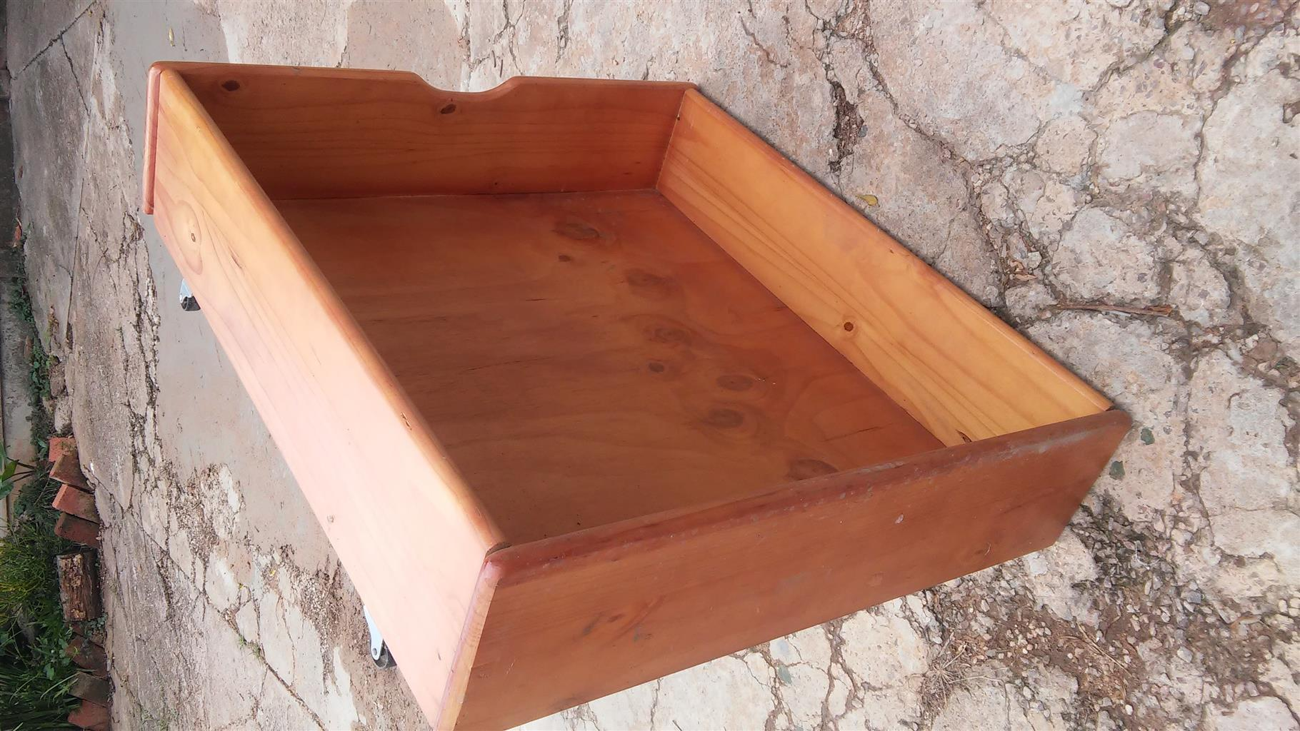 One beautiful solid pine bookshelf 100cm by 850cm plus 2 storage units under the bed with wheels