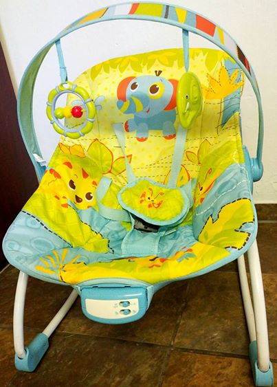 Baby vibrating rocking chair (3 different adjustments) and a Baby bath/changing station in 1.