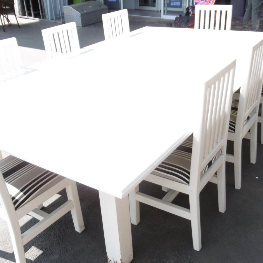Large patio table & chairs