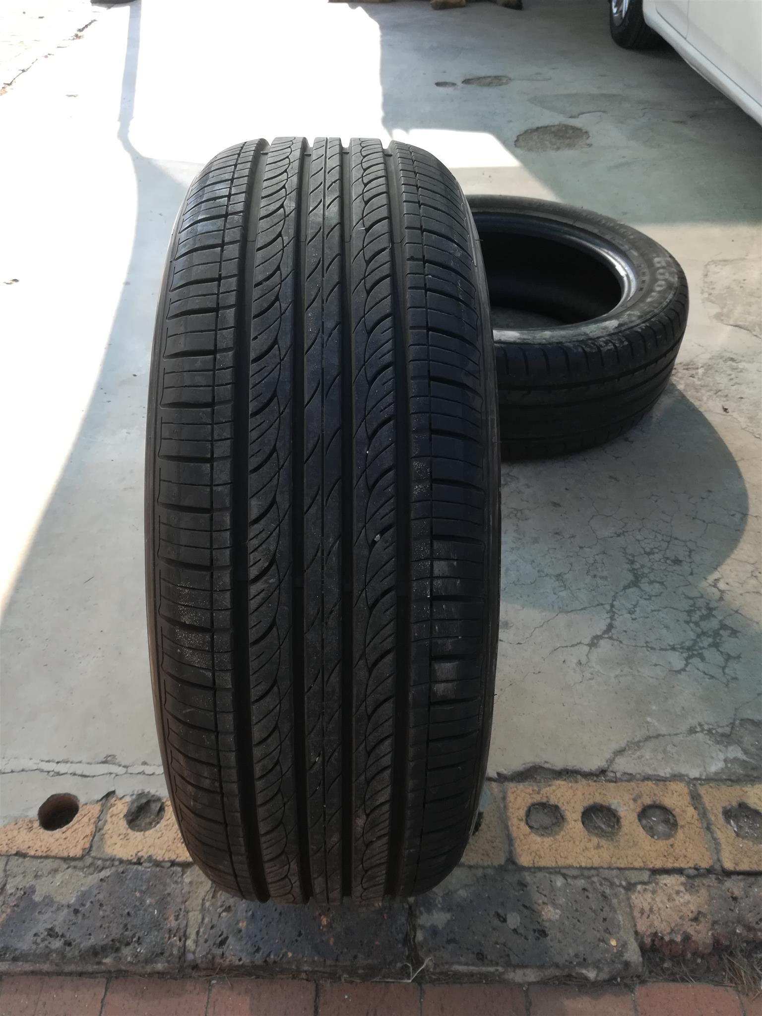 1x 225 /55 /18 Hankook Tyre for sale