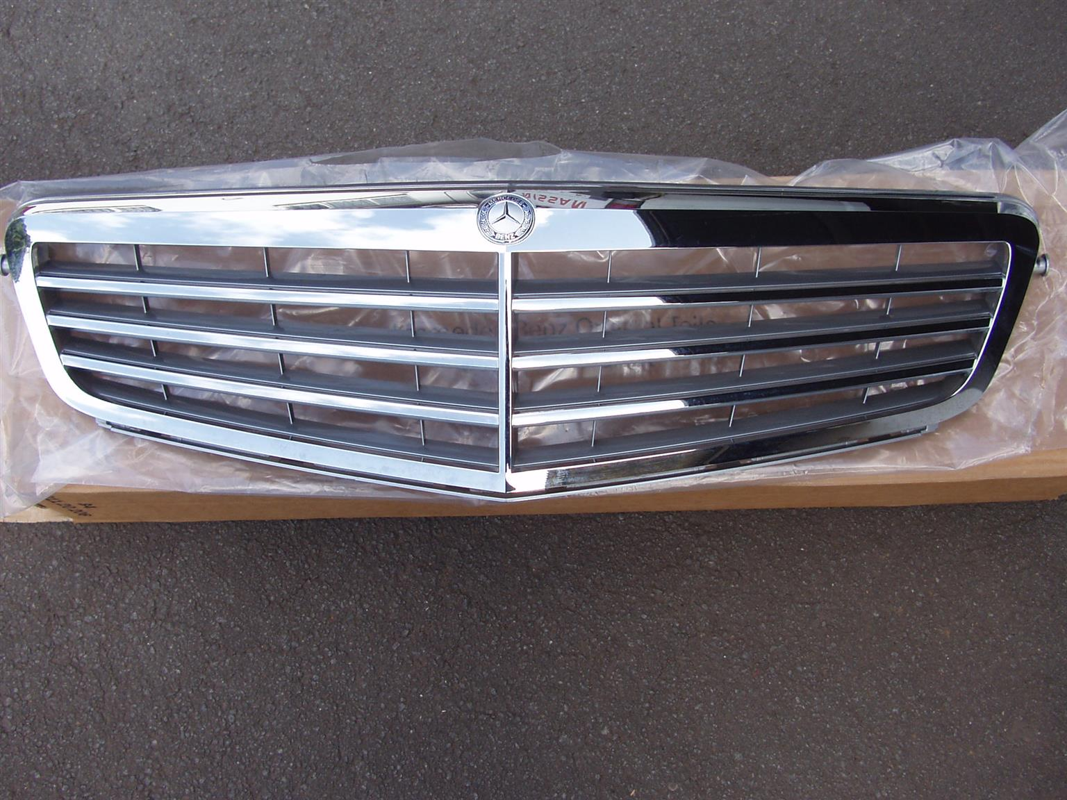 Mercedes Benz Grille - Original Part - Part Number A 204 880 0023 9776 - New