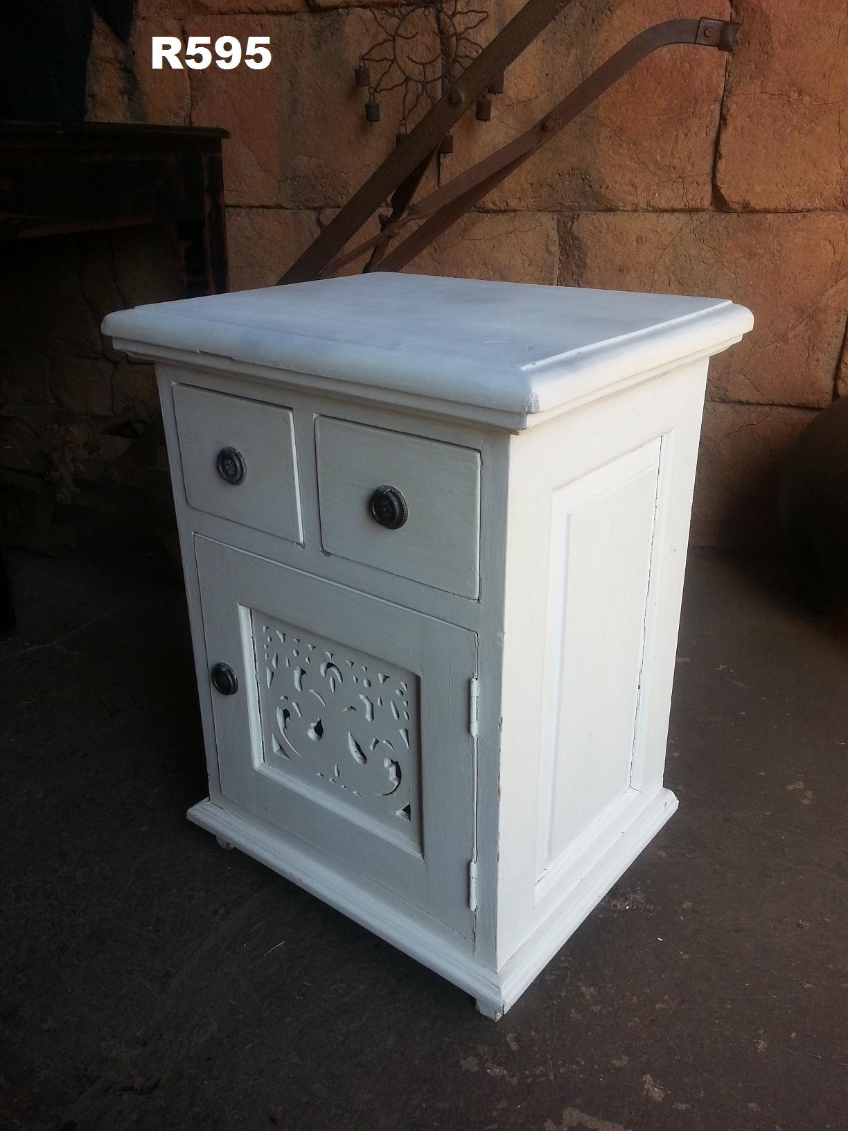 Vintage White Bedside Cabinet (460x355x600)