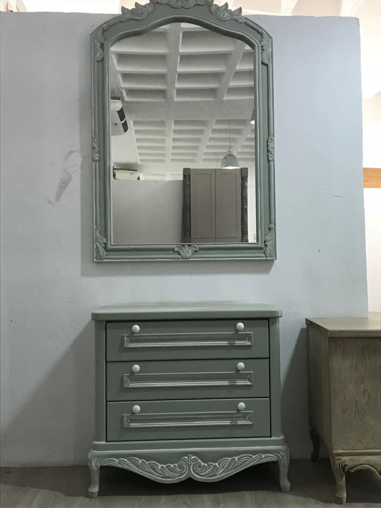 BEAUTIFUL MIRROR WITH STANDING MATCHING CUPBOARD