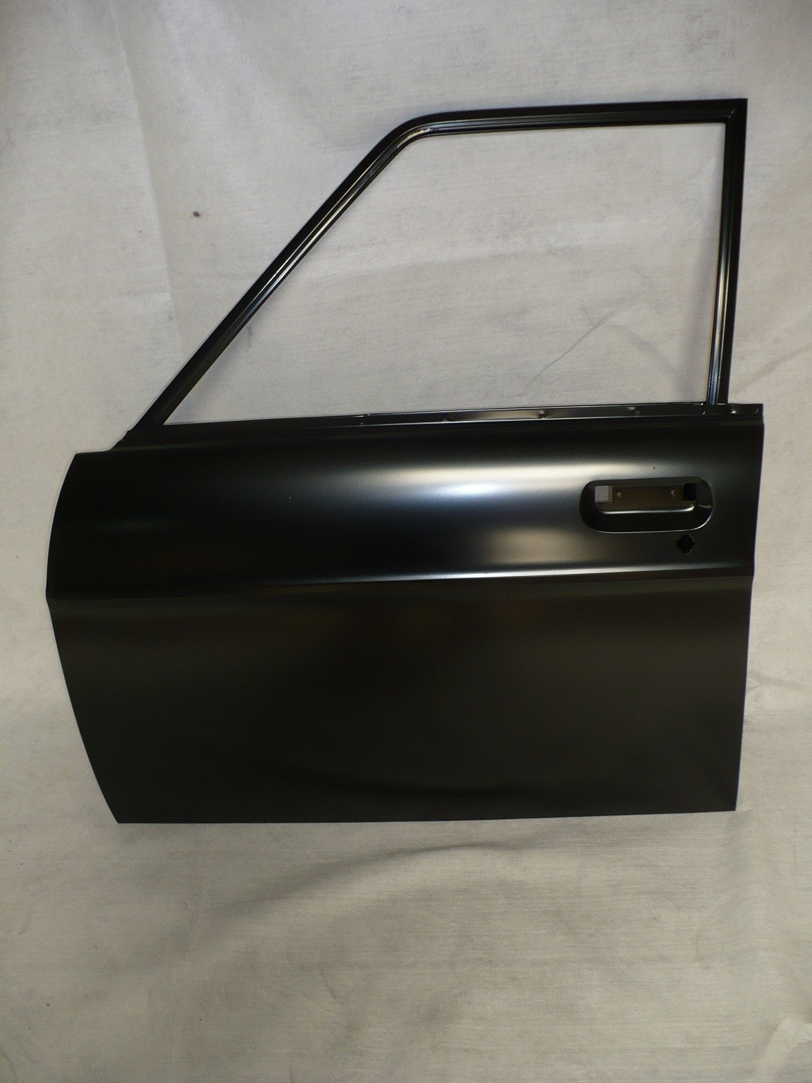 NISSAN 1400 BRAND NEW DOOR SHELL FOR SALE PRICE :R1100 EACH