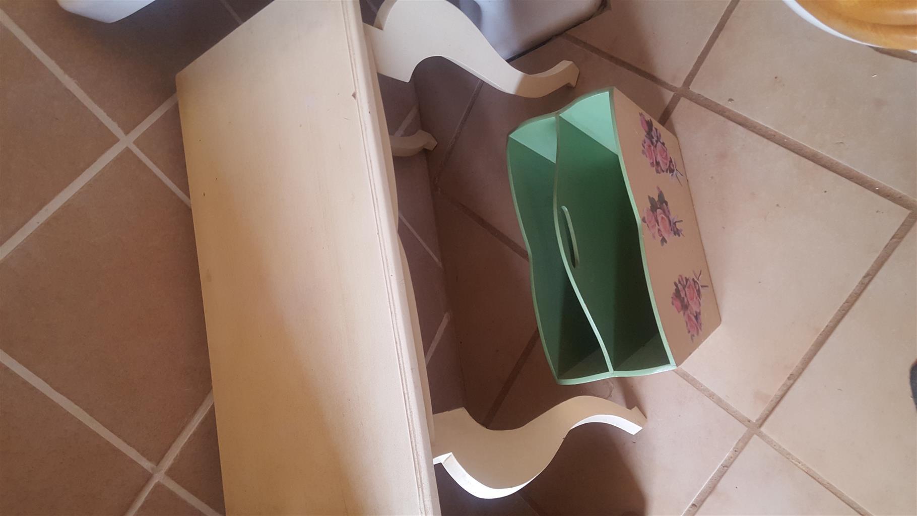 tafel met tydskrif rak