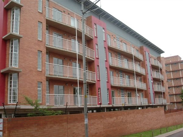 ONE BIG ROOM TO RENT IN SUNNYSIDE RENT   R2200 INCLUDING WATER AND LIGHTS