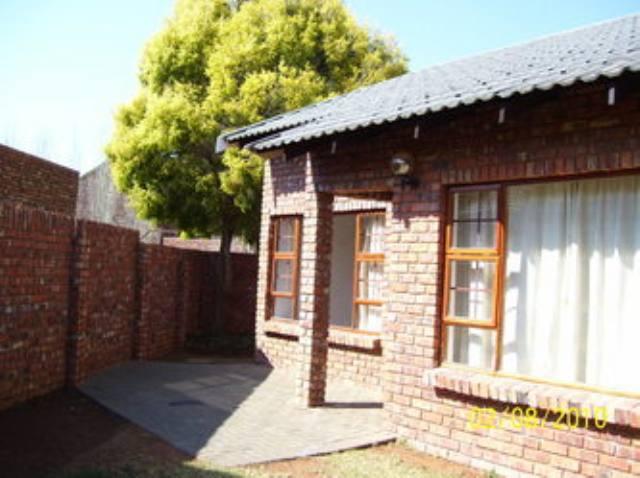spacious 3 Bedroom Townhouse for Rent Langenhovenpark Bloemfontein