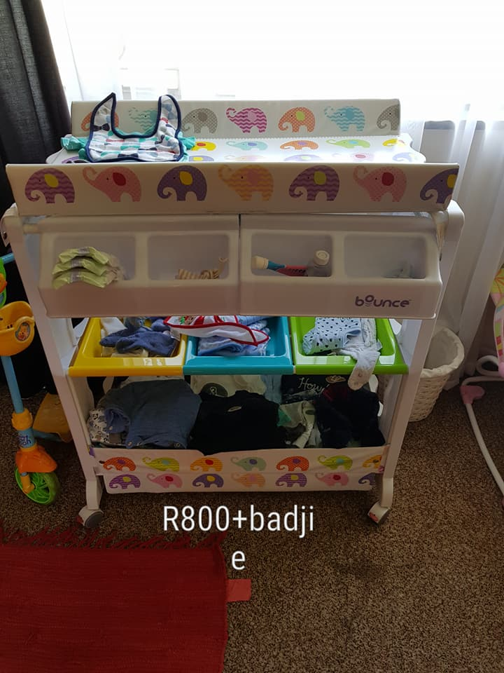 Changing station with baby bath | Junk Mail