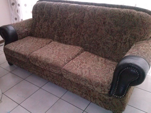 Selling my lovely couches for a bargain...