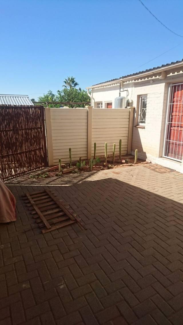 spacious neat 1 Bedroom Garden flat for rent - Genl De Wet - Bloemfontein