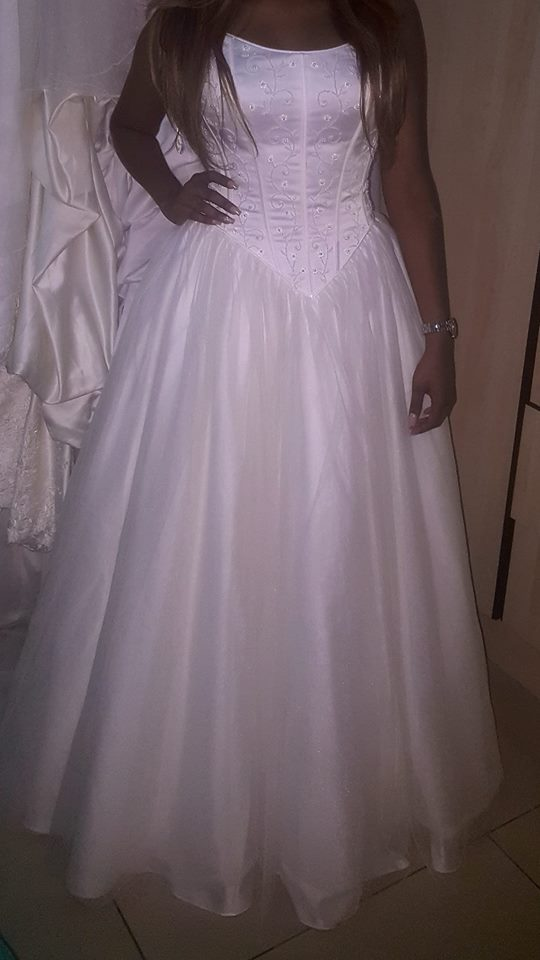 July Specials Exclusive Wedding Gowns For Hire Or Sale Junk Mail
