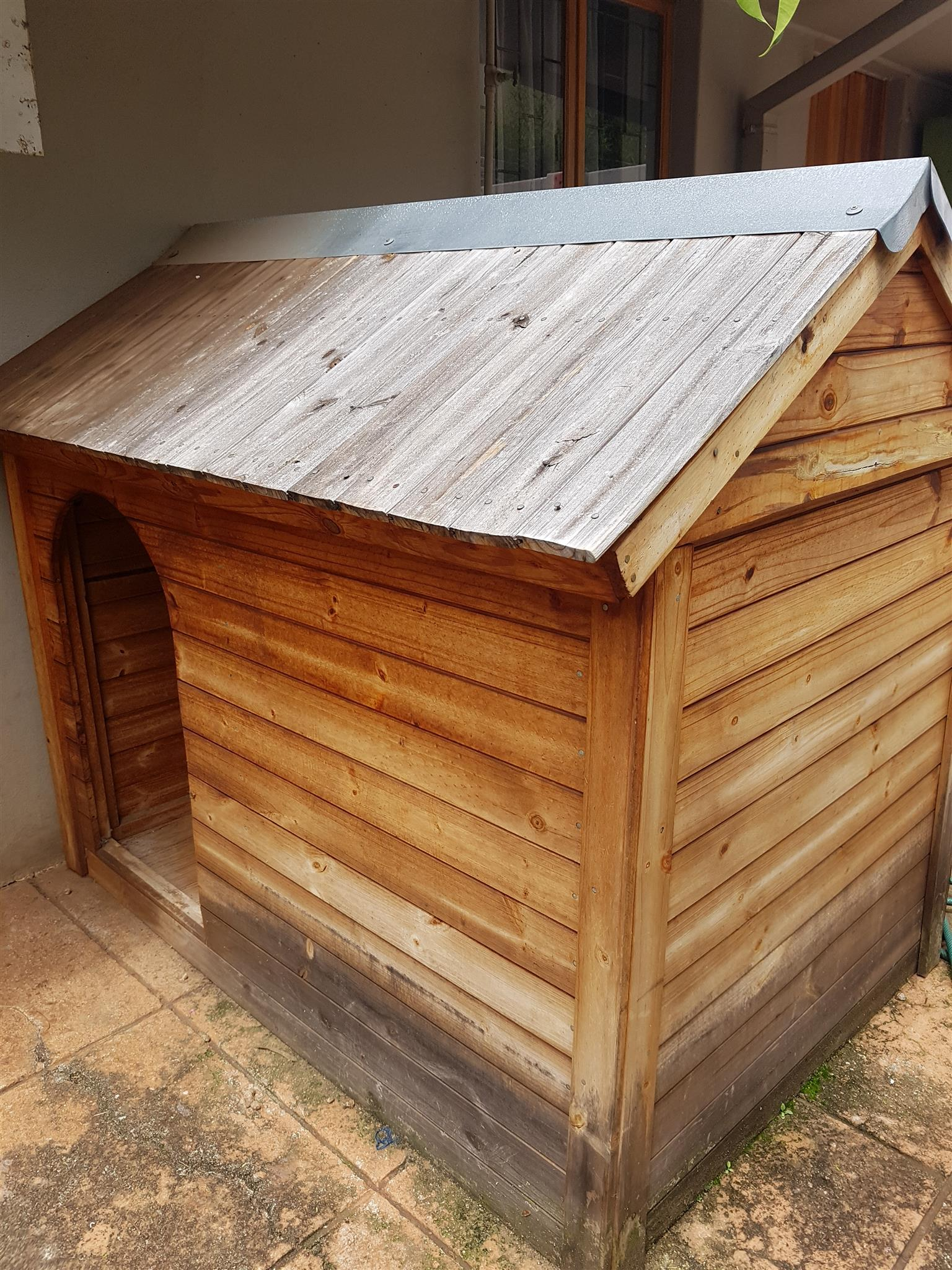 Very large doghouse for Great Dane or same size dogs