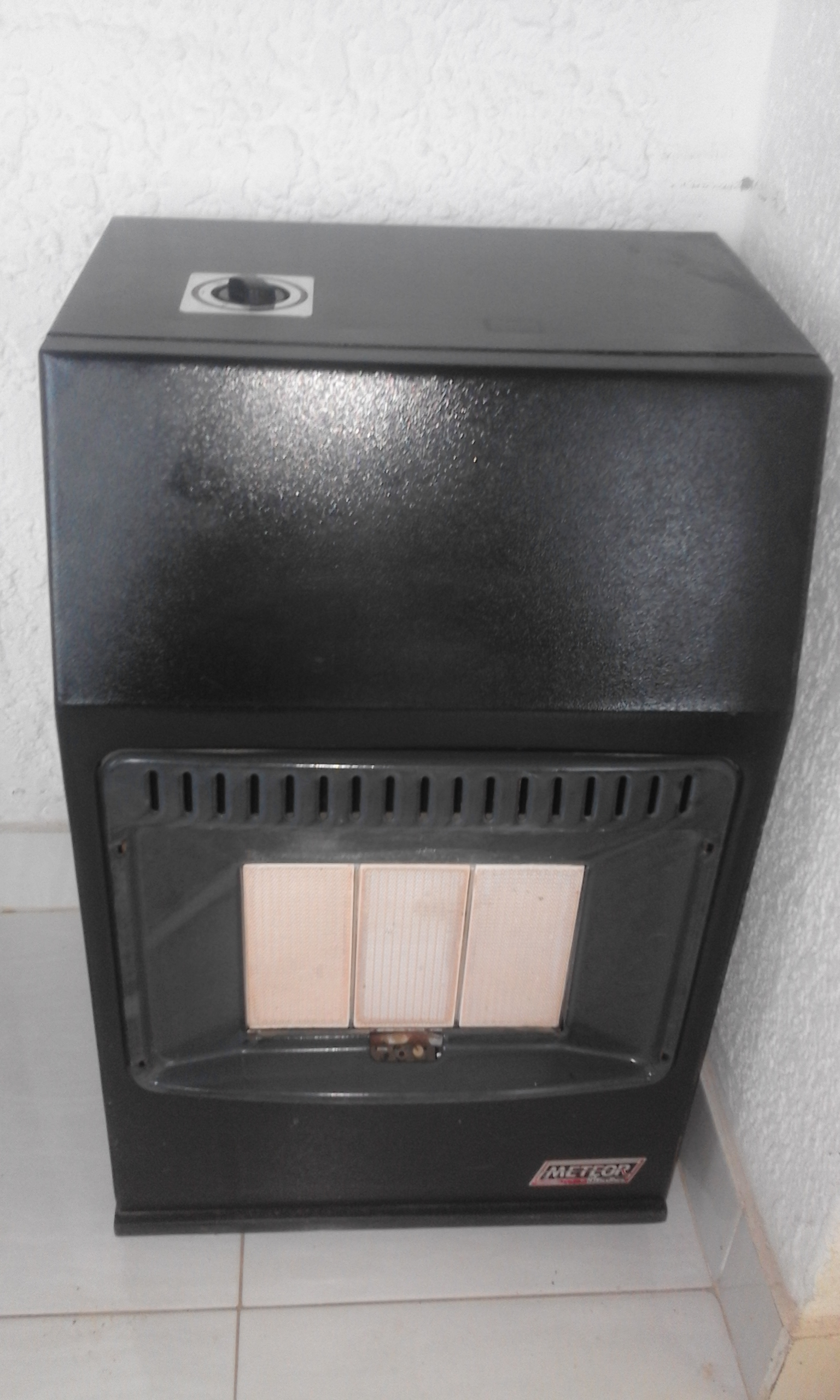 Gas Heater Meteor . In Good Condition. Very strong metal panels.Gas bottles is extra for R600.