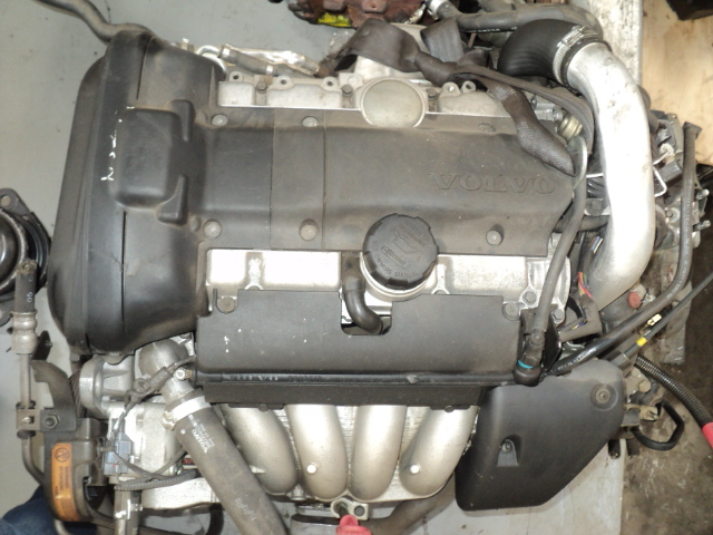VOLVO S40  2L 4CYL TURBO ENGINE  (B4204T3) R19000