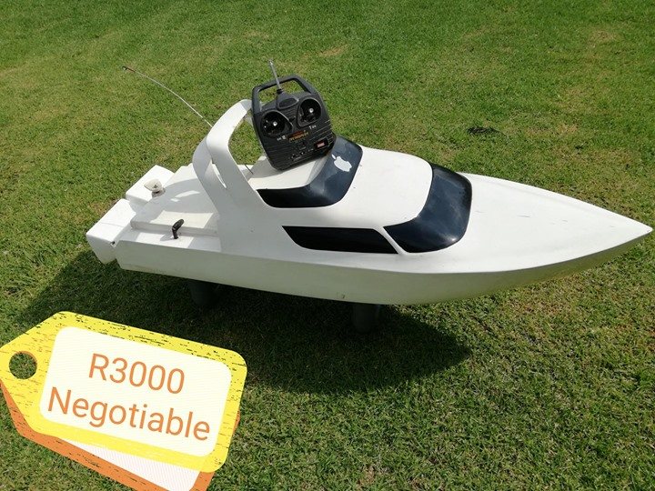 Apple boat with remote control