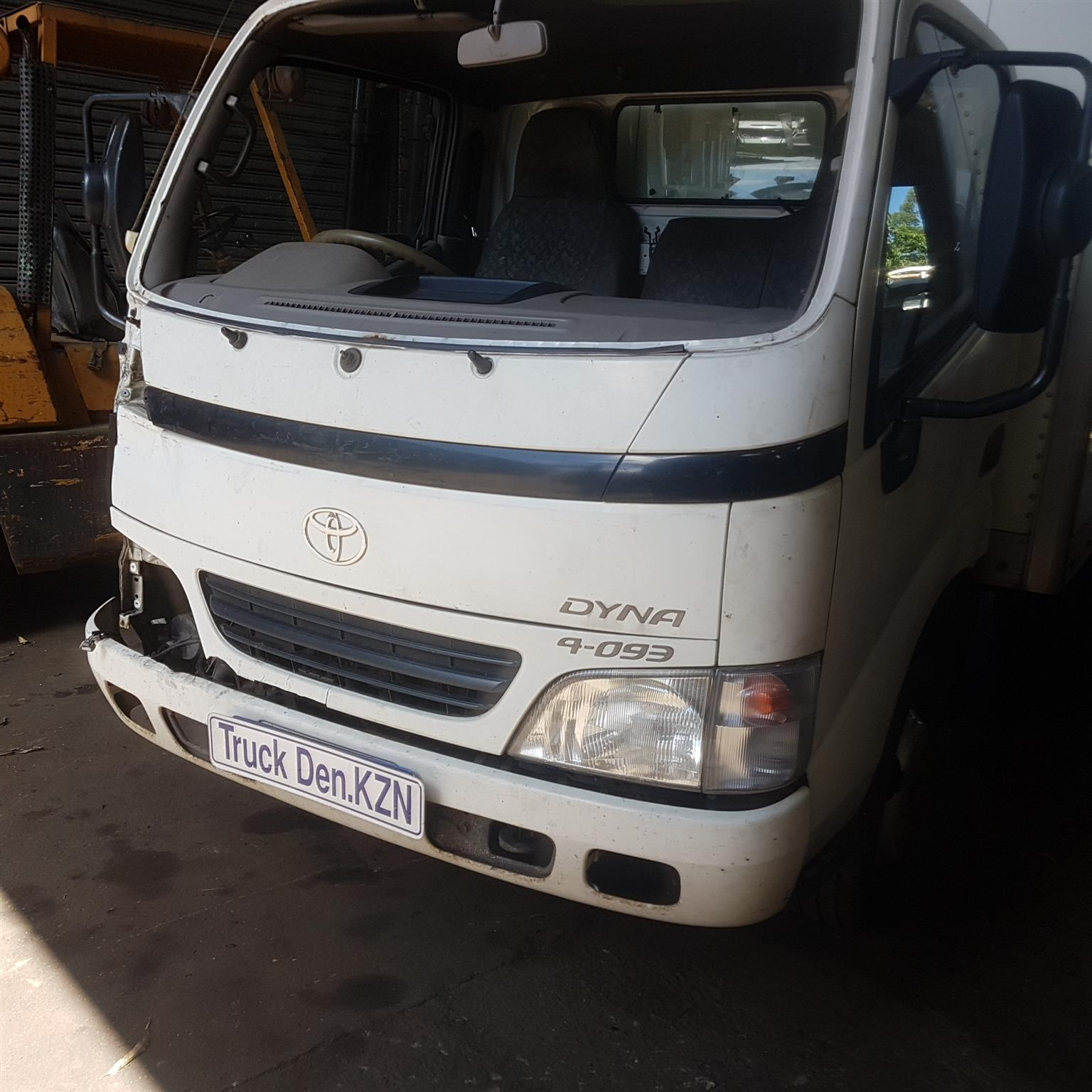 Dyna 4-093 Trucks breaking 4 spares