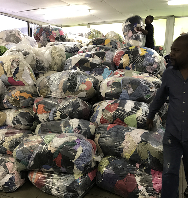Second hand clothing in bundles