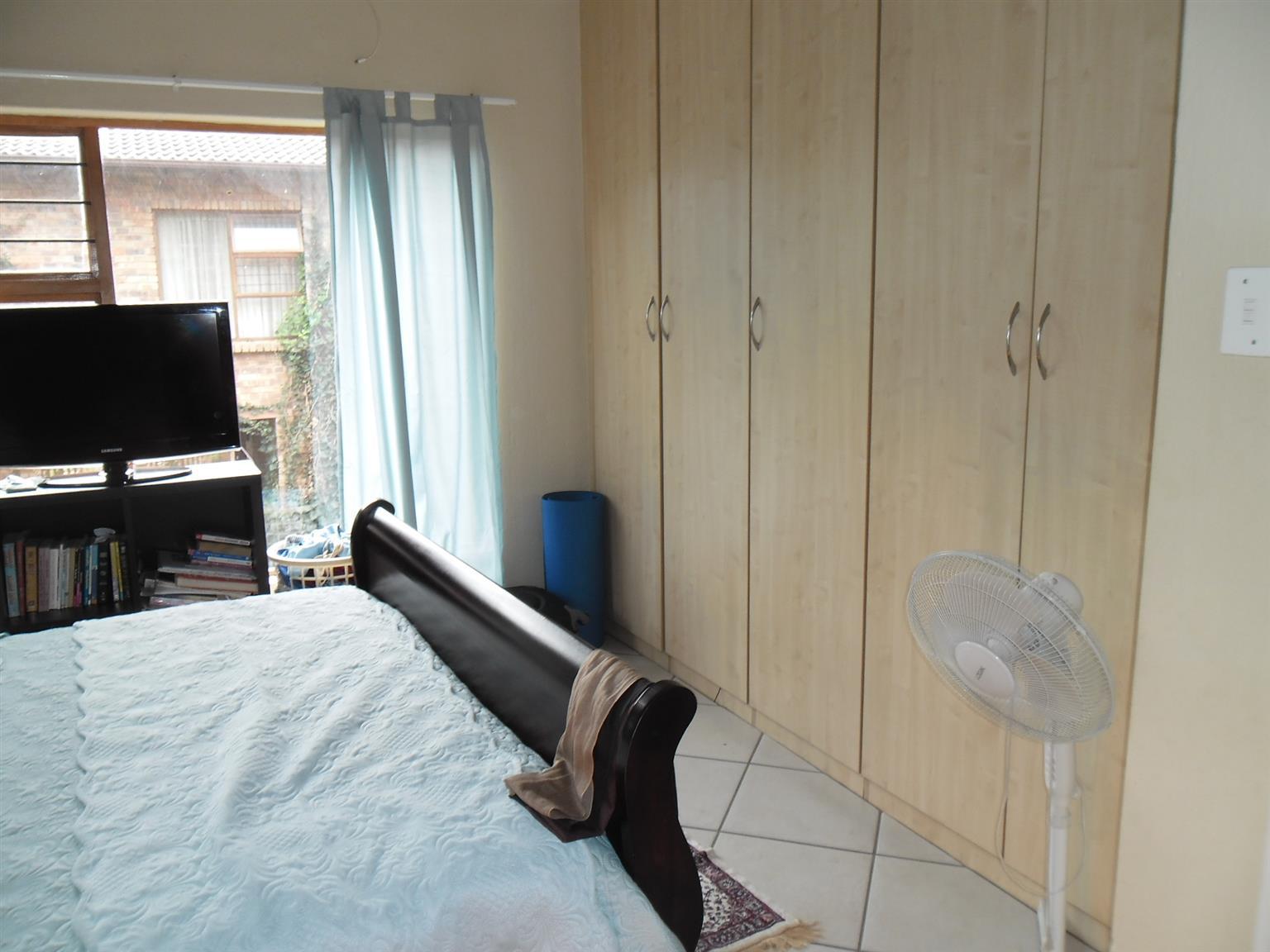 Lovely 3-bedroom townhouse available in Helderkruin