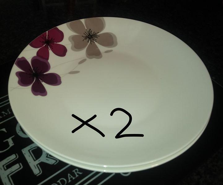 White flower plate set