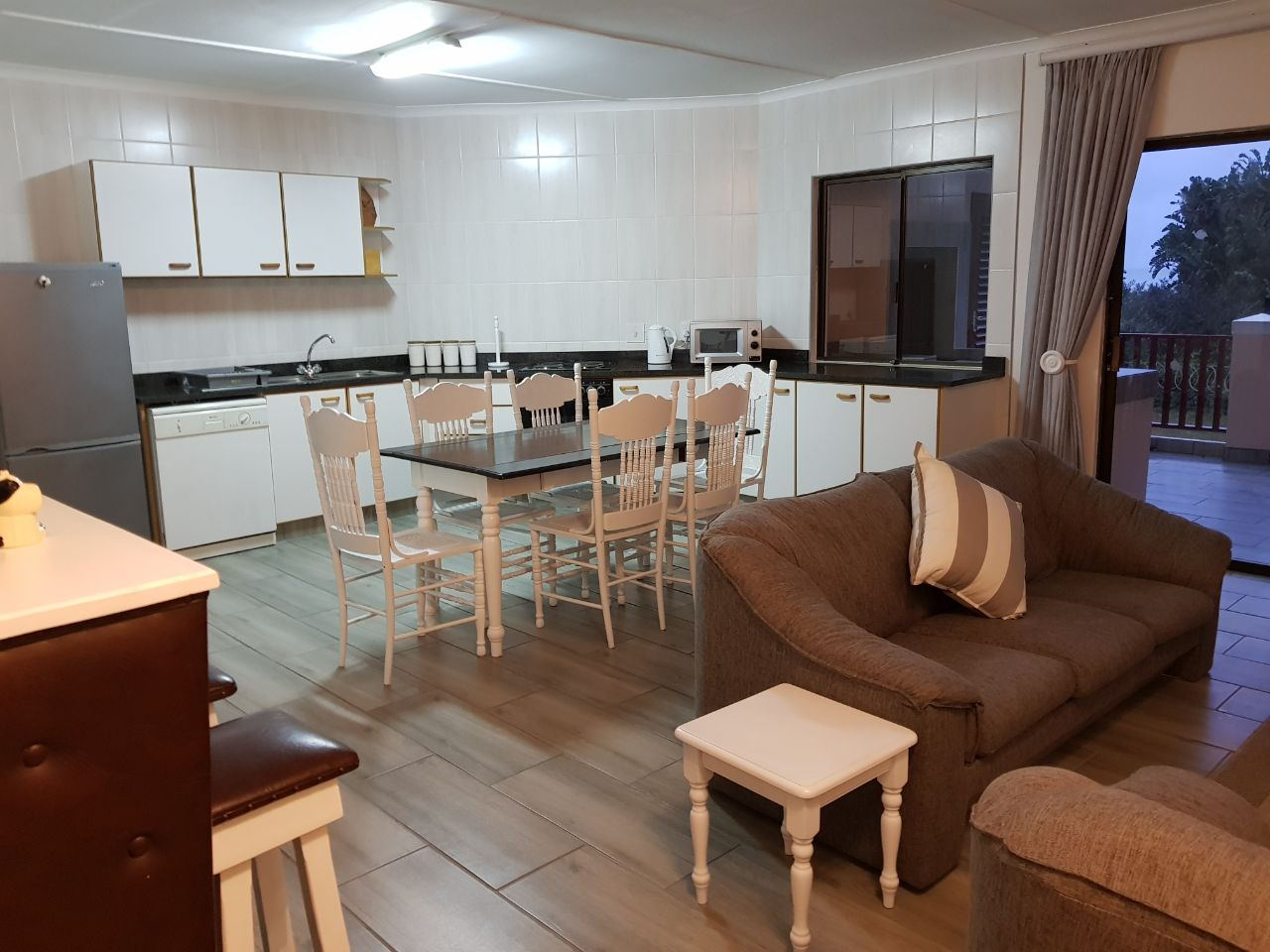 Beachfront flat for holiday letting in popular Shelly Beach