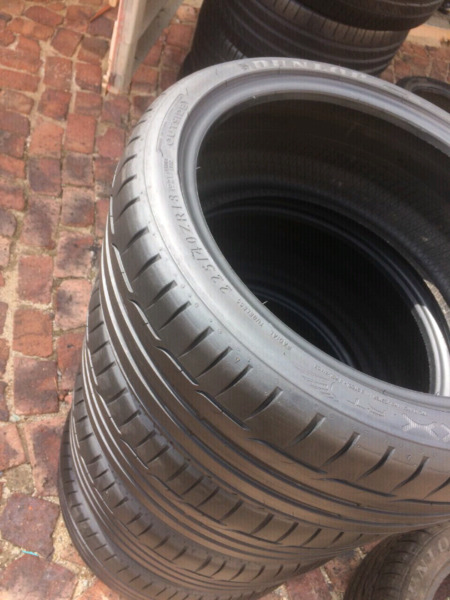 225/40R18X4 Dunlop Tyres