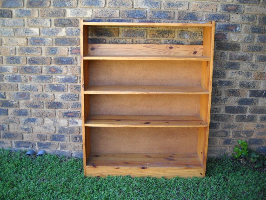 Oregon stained bookshelf