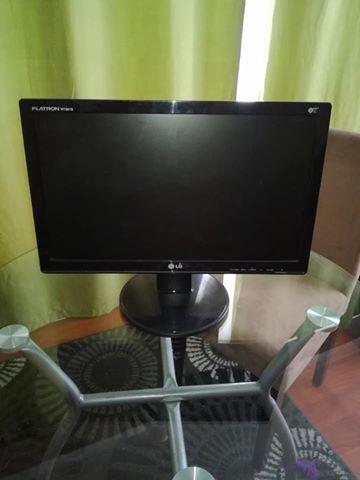 LG Flatron computer monitor