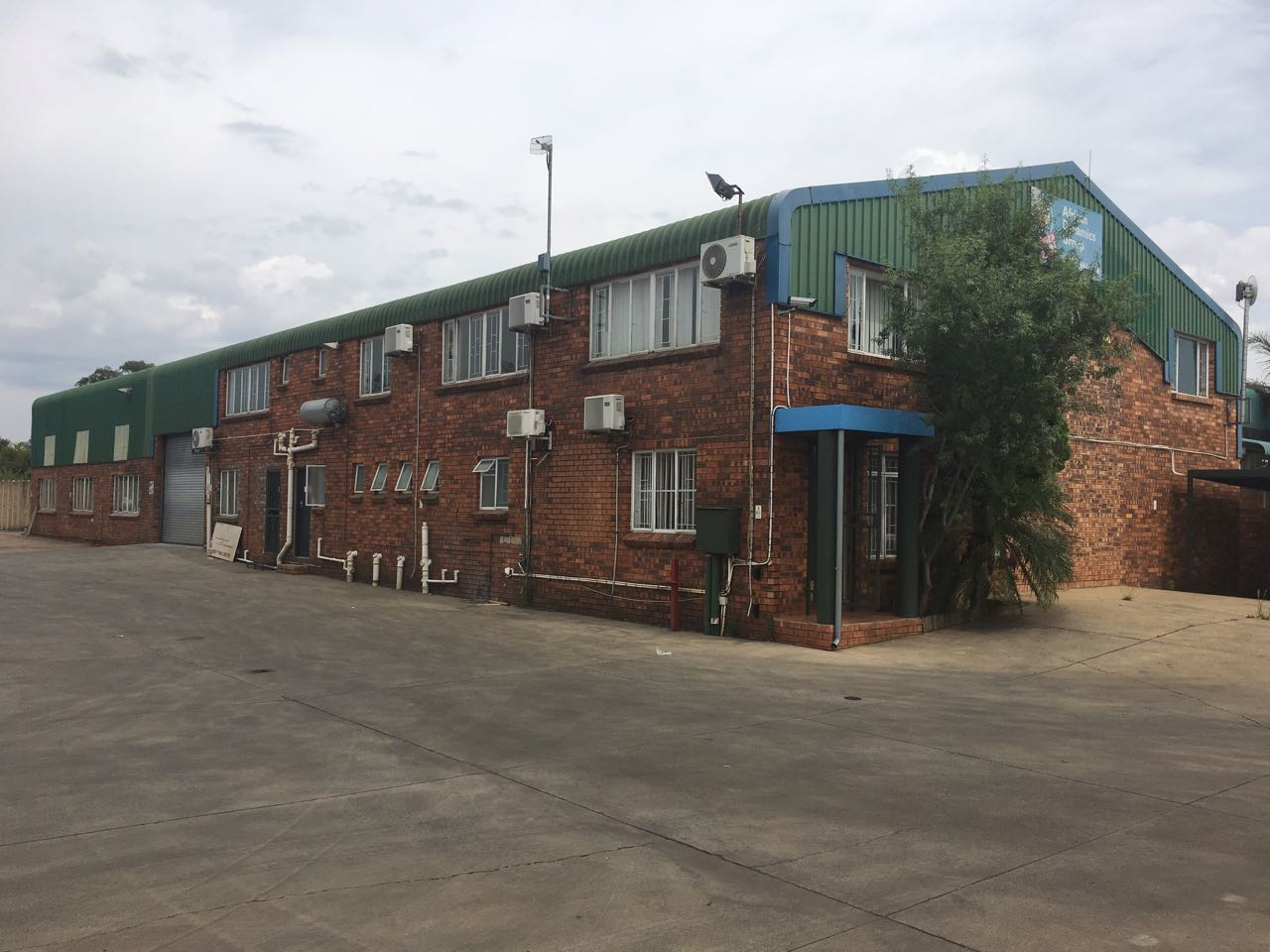 FOR SALE: FACTORY / WAREHOUSE IN GATEWAY INDUSTRIAL PARK, CENTURION!