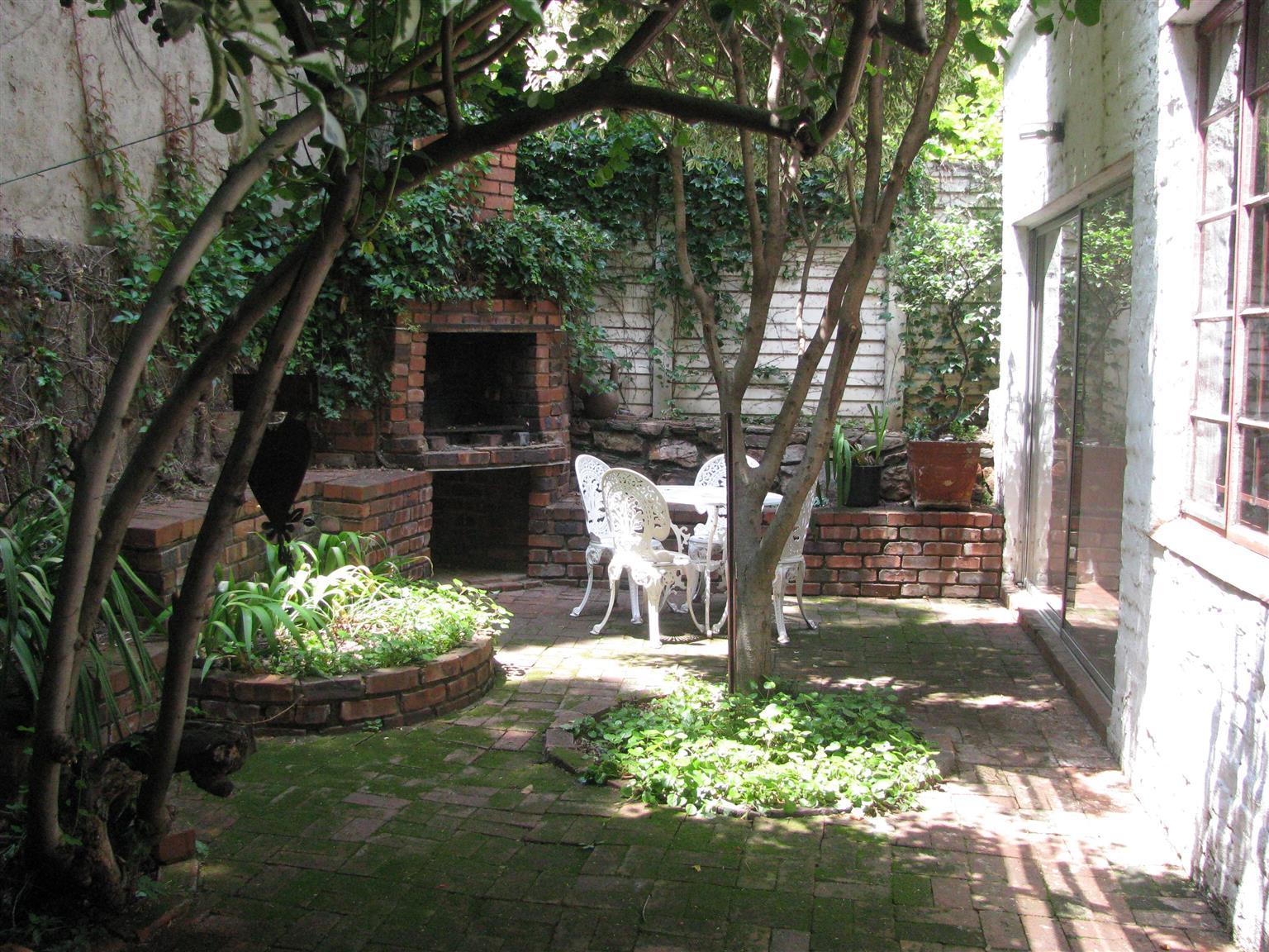 Cute Garden Cottage