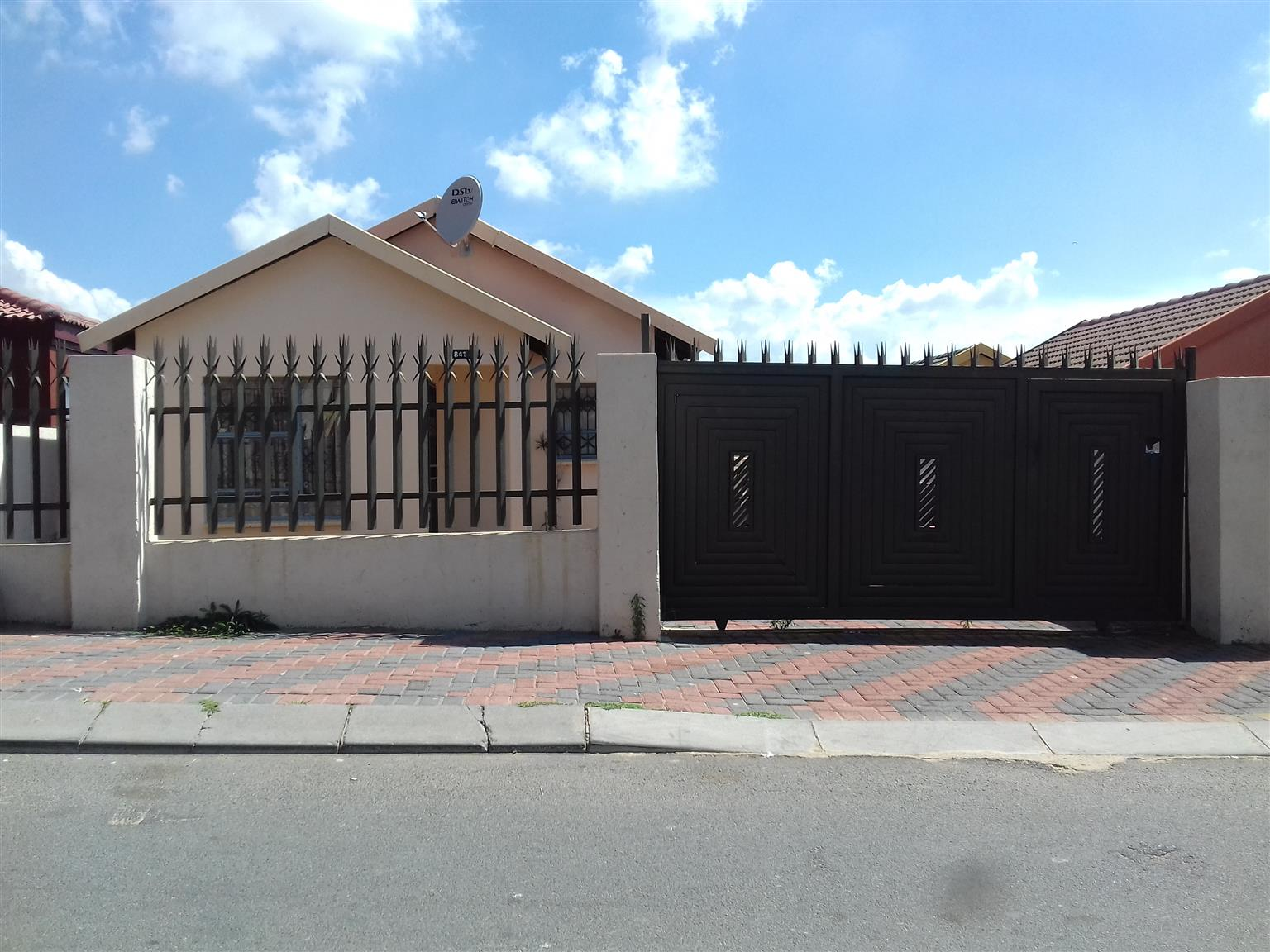 3 bedroomed house to let in fleurhof