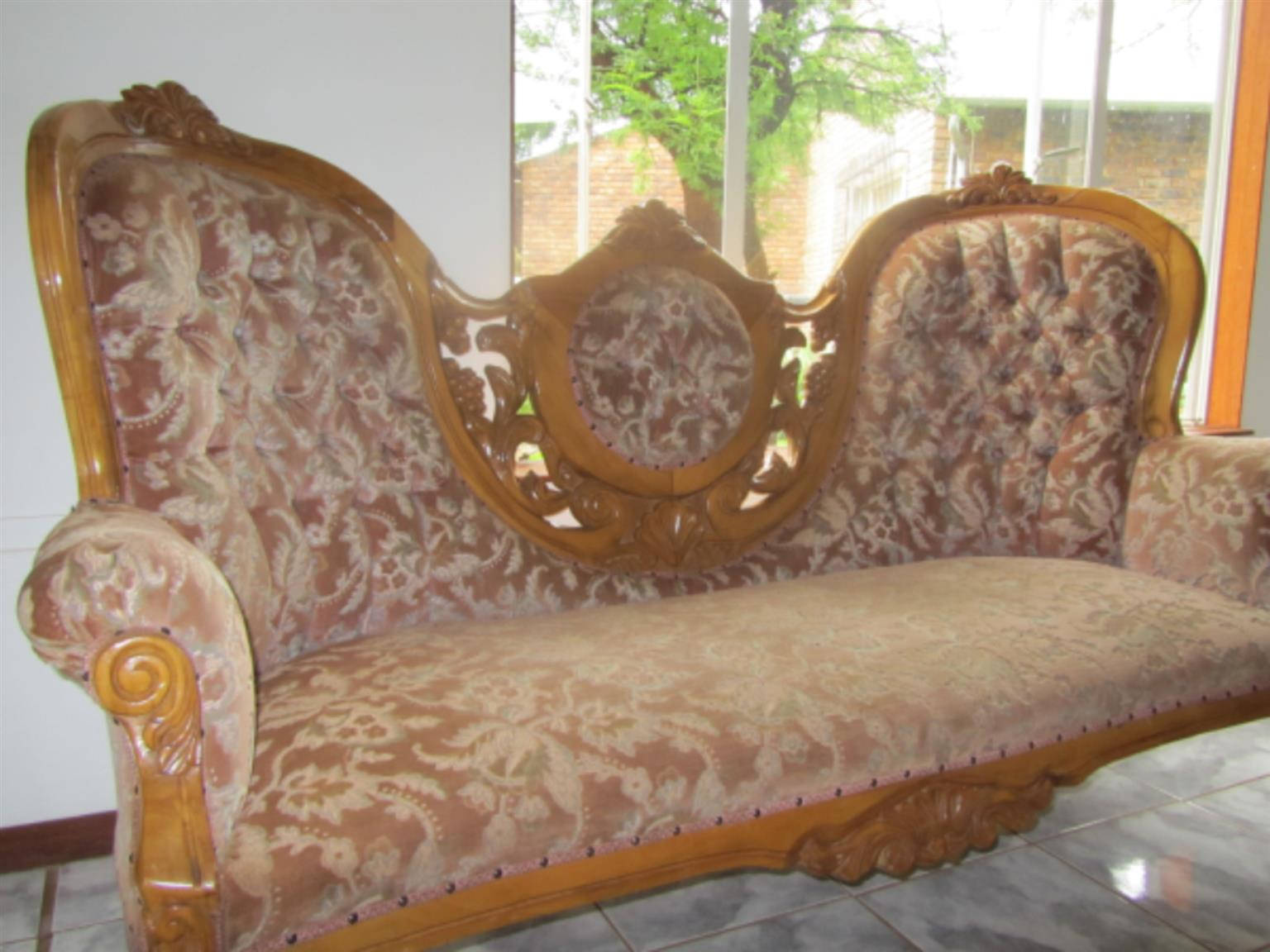 Sitting room suite for sale