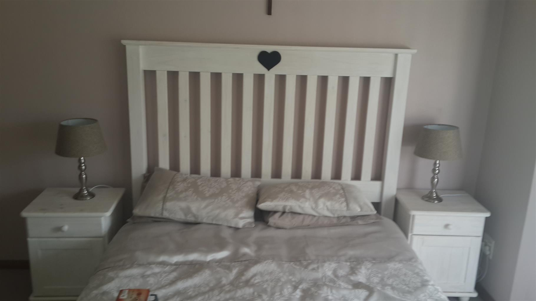Queen size solid wood bed set