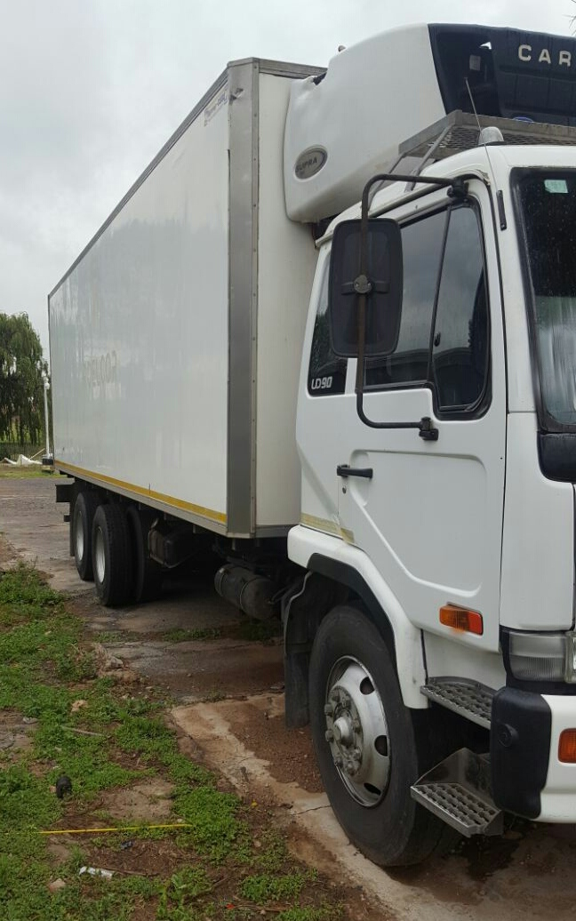 ae6a313c23 2006 Nissan UD90 Fridge truck with meat rails and hooks
