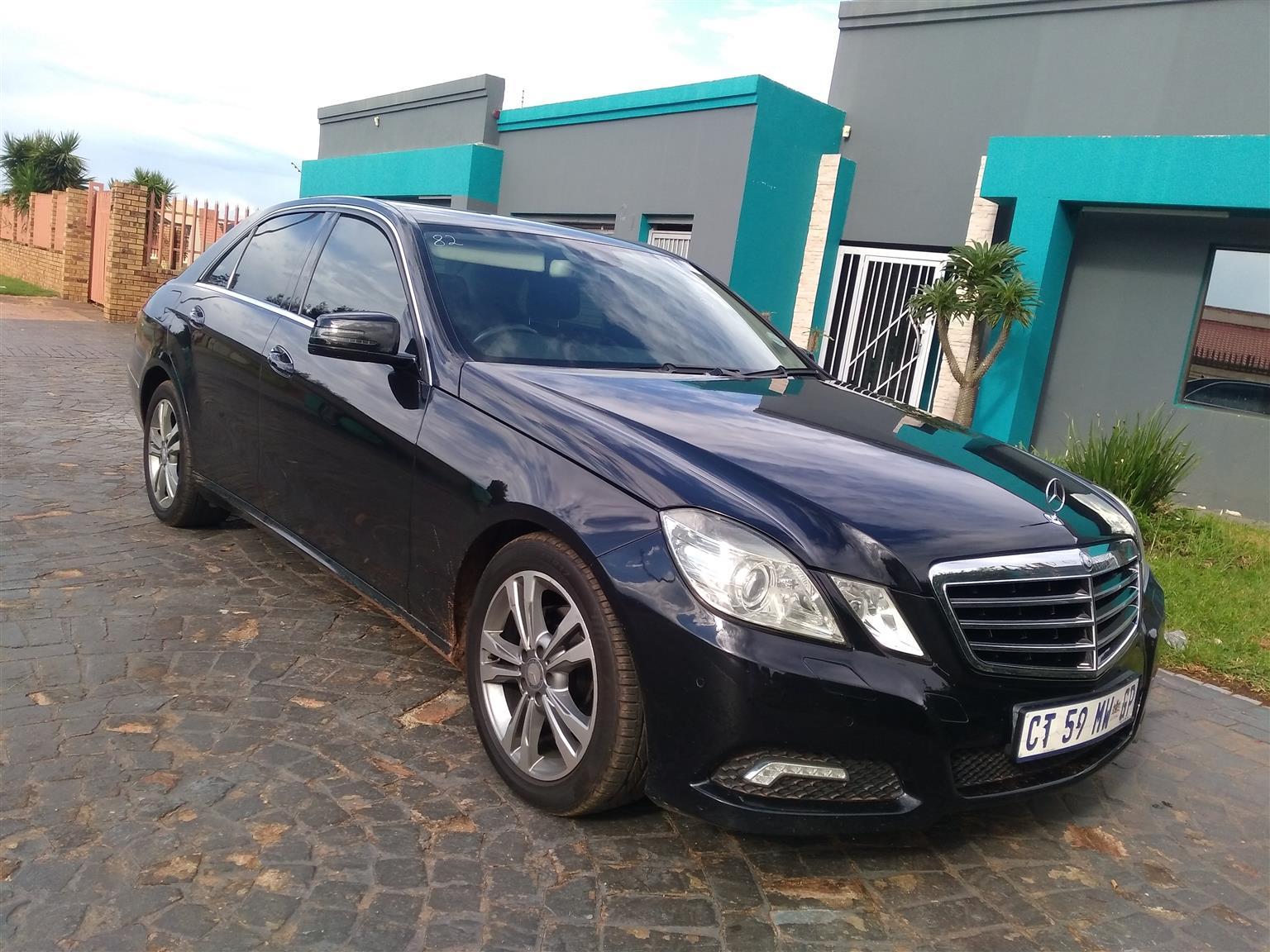 Mercedes-Benz E-Class: Accepting a call