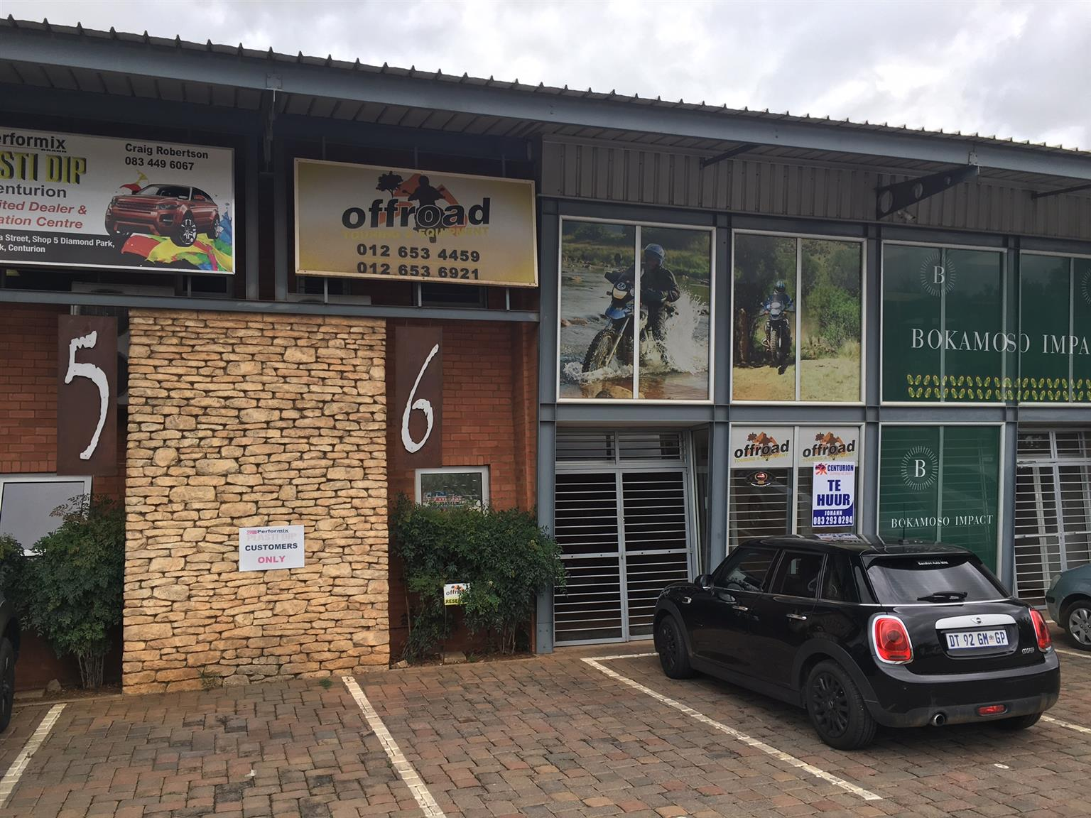 MINI FACTORY / WAREHOUSE FOR SALE IN HENNOPS PARK, CENTURION WITH RETAIL POSSIBILITIES!