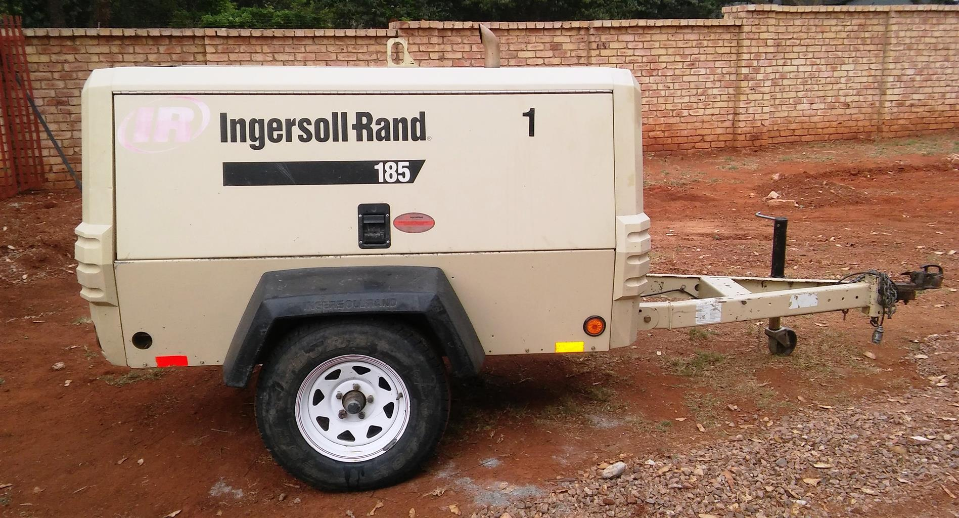 Ingersoll Rand 185CFM Mobile Air Compressor - 2800hrs