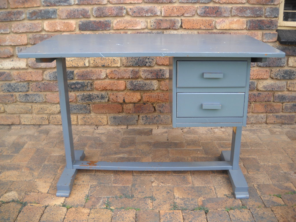 Painted desk with 2 drawers