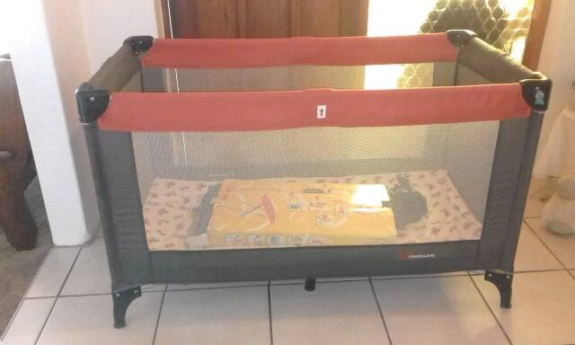 Very neat clean excellent condition cot