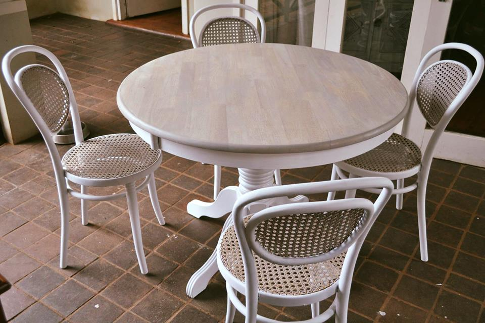 310e875a22 Solid Round 4 Seater table and Chairs - R4000 | Junk Mail