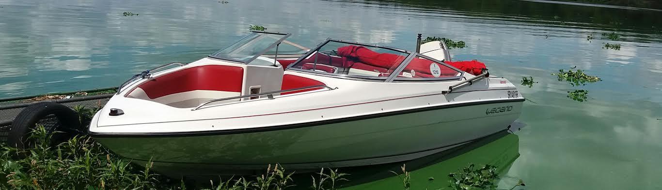 2.5 v6 EFI mariner legend family boat for sale